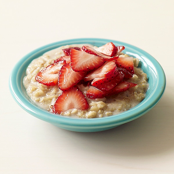 https://i0.wp.com/www.weightwatchers.com/images/1033/dynamic/foodandrecipes/2011/09/StrawberryOatmeal_303_600.jpg