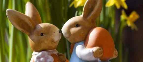 Zwei Osterhasen freuen sich auf Ostern!