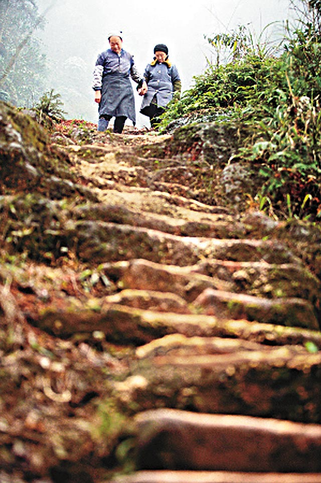 252 Man Carves Wife a 6,000 Stair Path in Mountain picture