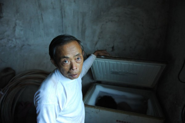 chongqing china chinese father has kept sons body in freezer for 6 years 02 600x399 Man Keeps Dead Son in a Freezer picture