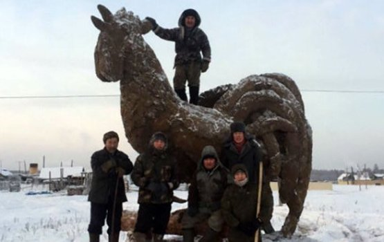 Russian Man Makes Giant Sculptures Out Of Cow Poop