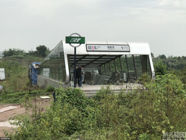 Efterstræbte China Builds Subway Station In The Middle Of Nowhere YH-52