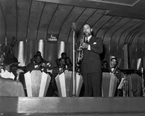 1939 - Benny Carter Band at the Savoy Ballroom. Musicians Ulysses Livingston, Hayes Alvis, Joe Thomas, Jesse Powell, Lincoln Hills, Jimmy Archey, Tyree Glenn. Source: Collection F.Driggs, Magnum Photos (Reference PAR61867)