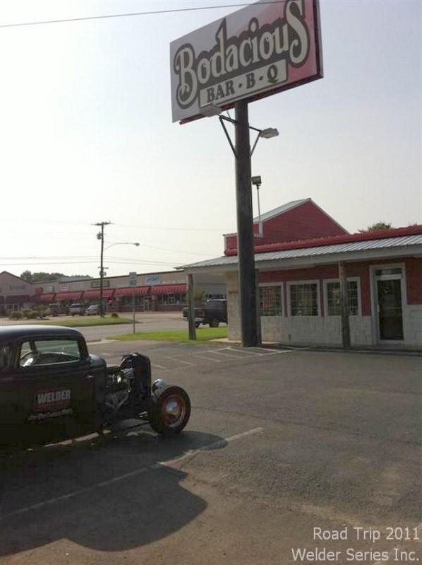 Gas stop in Hillsboro TX so thought we'd have supper at the Bodacious Bar-B-Q. They smoke a variety of meat themselves - pork, beef, turkey, ham, sausage. We had the pork and turkey - very tasty. It was the only thing we did all day beside drive and gas up.