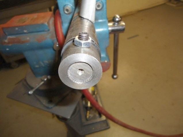 Here's the splined end of the bar, with a set screw.