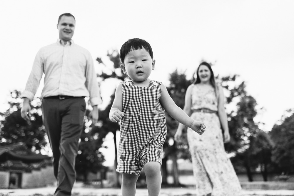 Family Photoshoot Seoul Korea Gyeongbokgung Black and White