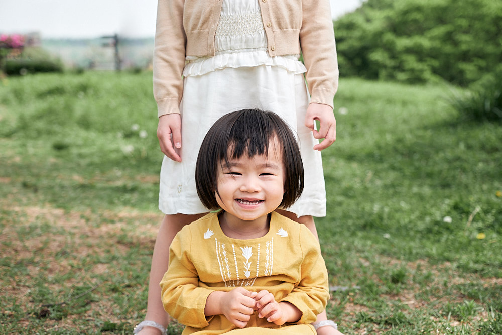 Family Portrait Photography World Cup Park Seoul - Girl laughing