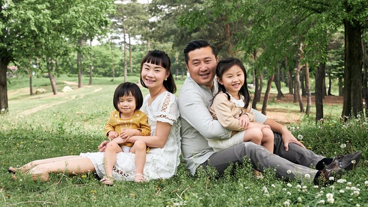 Sitting Family Portrait Photography Seoul