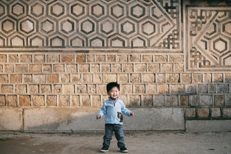 Aiden in the sun, Changdeokgung Family Portraits