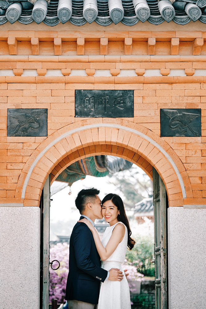 Engagement Photography under the arches of Gyeongbokgung, Seoul, South Korea