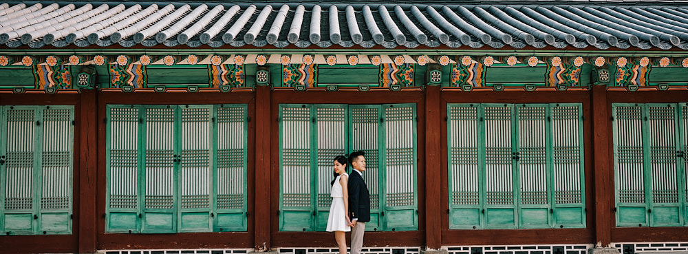 The awnings of Gyeongbokgung are perfect for a pre-wedding session