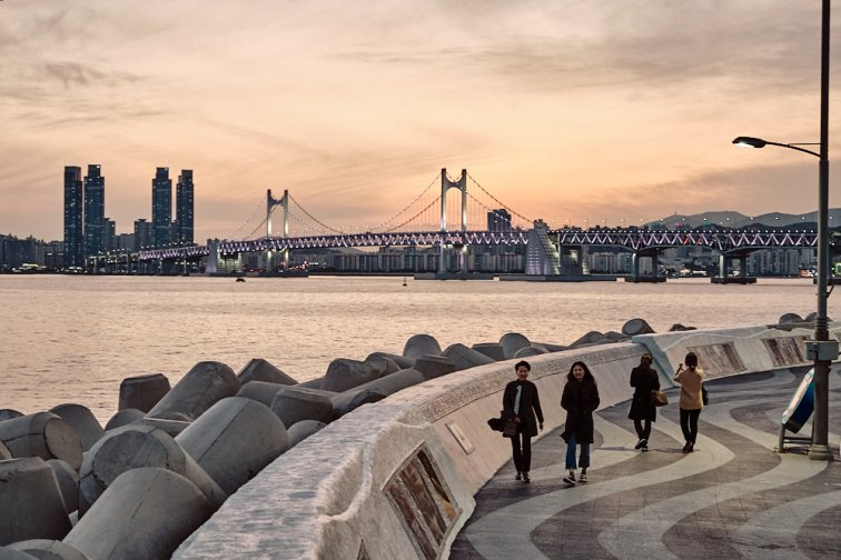 Marine City and Gwanganli Bridge, Seagull Path, Busan