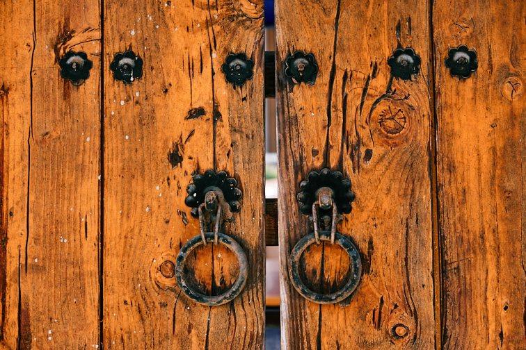Traditional Door, Smile Magazine, Korea Editorial Photographer