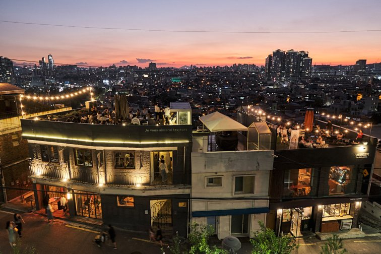 Rooftop Bar in Itaewon, Seoul