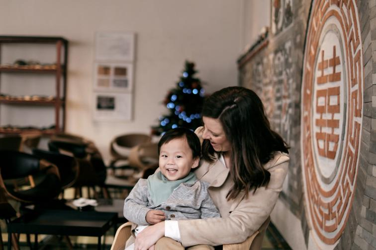 Cadwell Family Portraits - Cafe Meeting