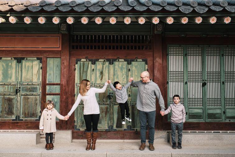 Shumaker Winter Family Photos at Changdeokgung
