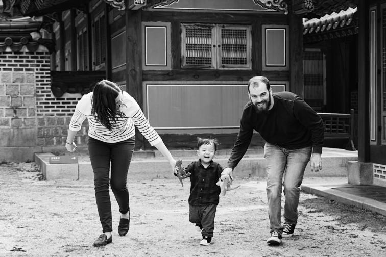 Running with Dinosaurs - Family Photos in Changdeokgung