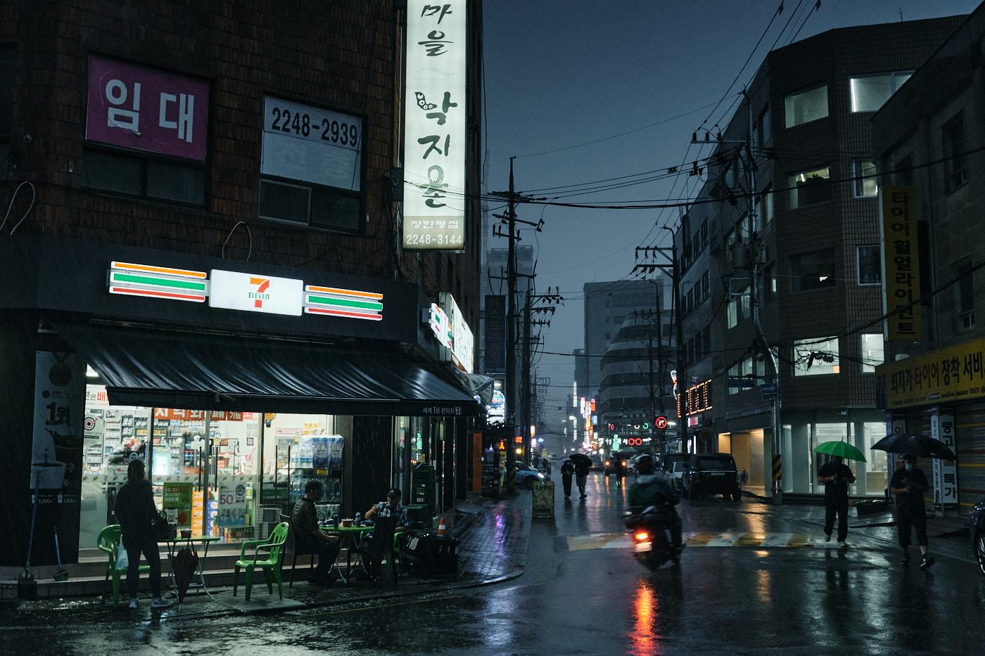 Street Scene - Seoul Floods 2020