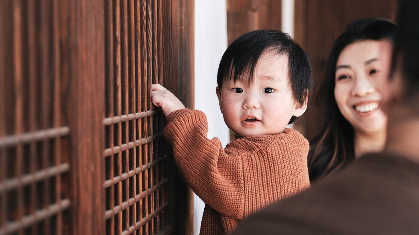 Exploring - Seoul Family Photographer