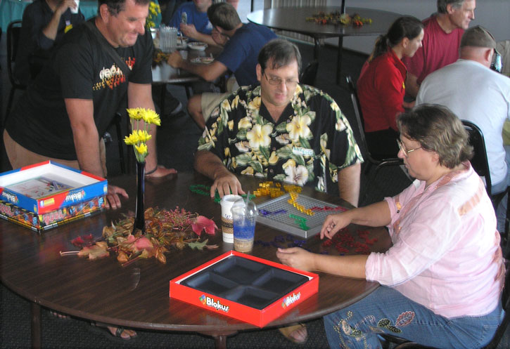 Pie judge dkeisen (center) plays Blokus with ditt while jef looks on