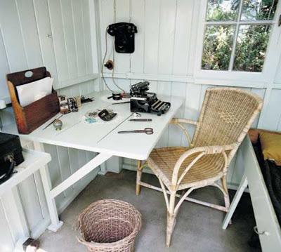 "Inside George Bernard Shaw's Writing Hut ""London"""