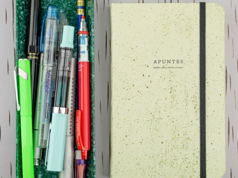 Notebook Review: Apuntes Medium Hard Cover Notebook- Piso Beige