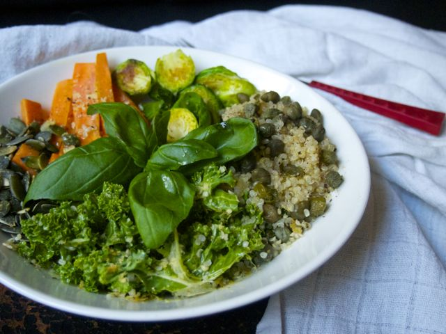 Salad bowl with quinoa