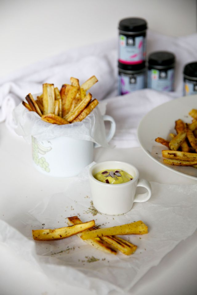 Parsnip fries with rosemary and coconut-turmeric sauce