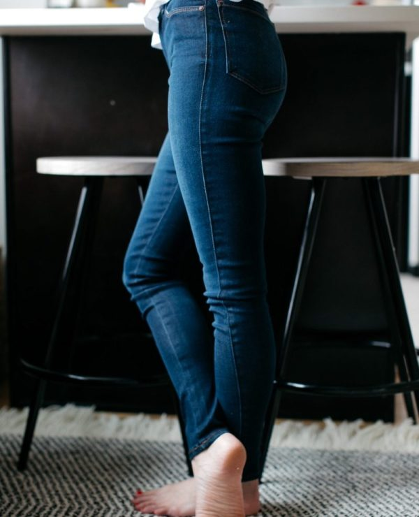 Top US fashion blogger, Wellesley & King, shares affordable denim with Mott & Bow. Click to find out more!