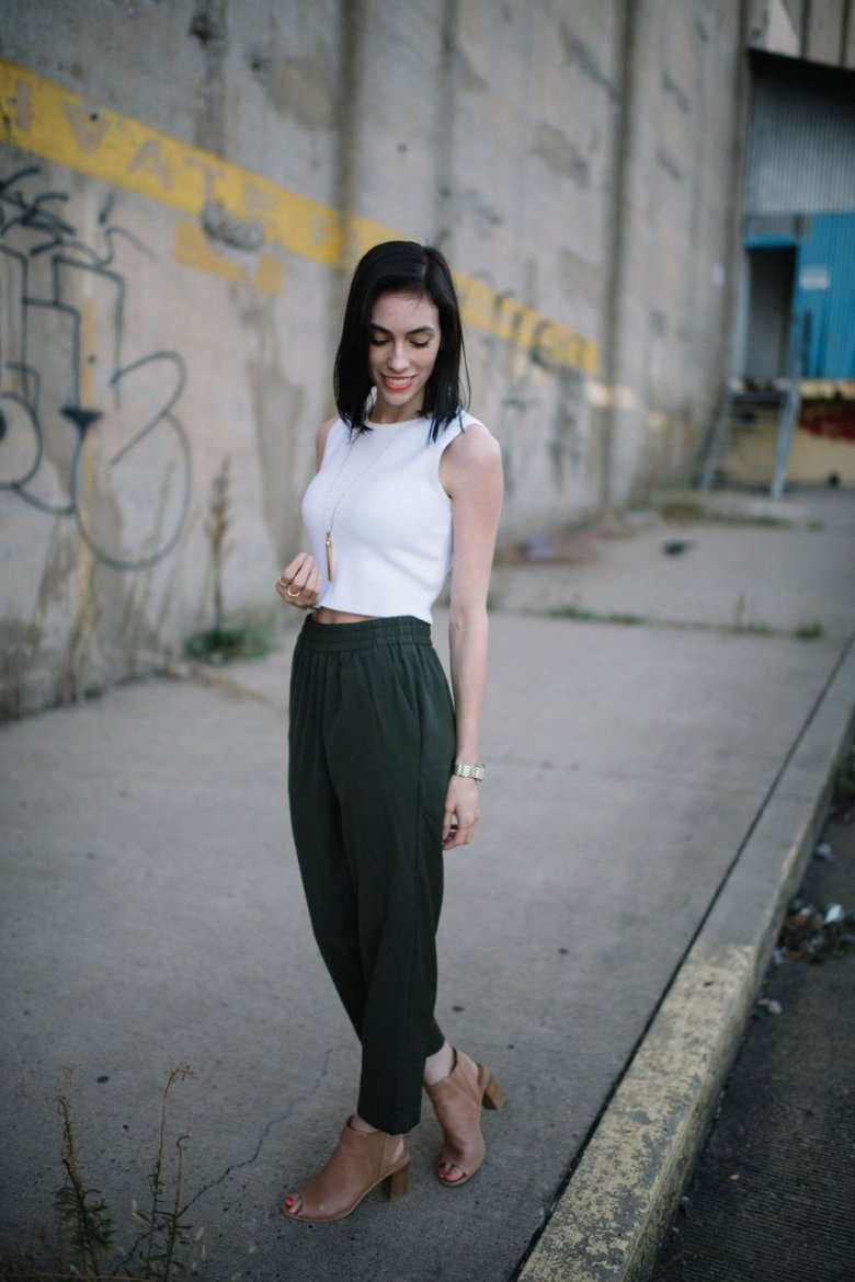Top US lifestyle blogger, Wellesley & King, highlights sustainable fashion brand Everlane: everlane, sustainable fashion, Pittsburgh fashion blogger, joggers, long pendant necklace, white crop top, classic style, outfits for petite women, spring outfits for petites
