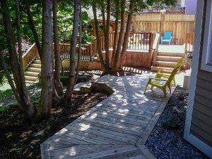 landscape-Oakville wooden deck and corridor