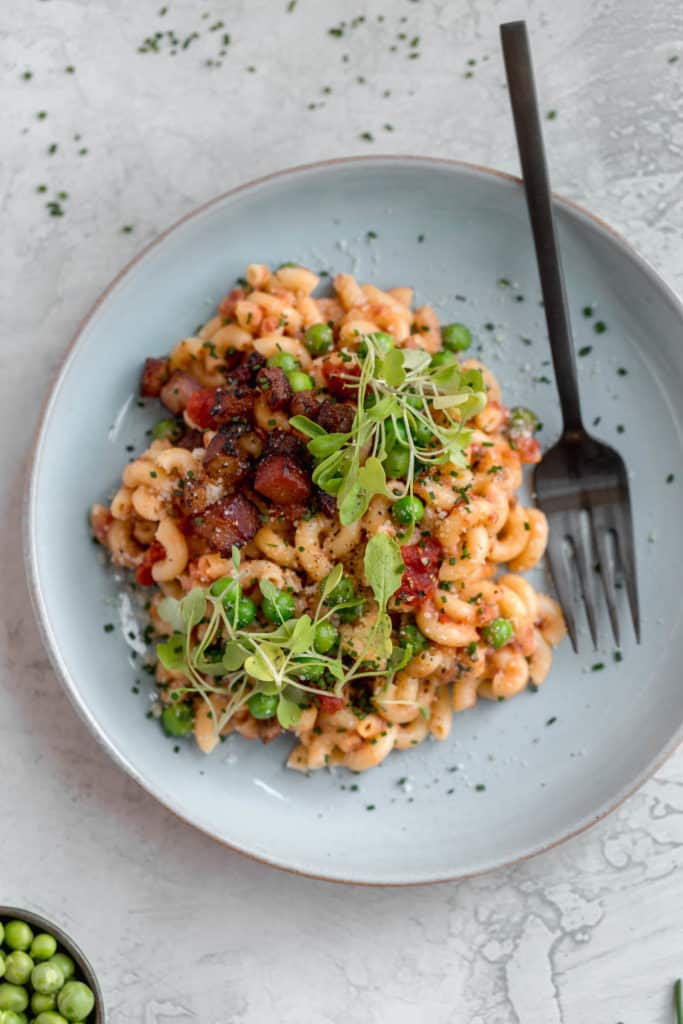 macaroni with pancetta, peas, and arugula