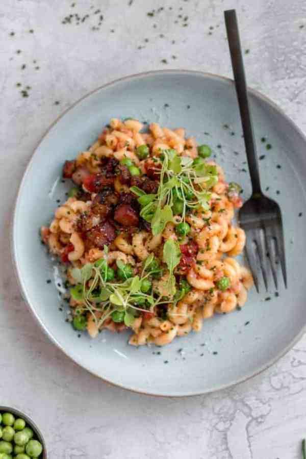 macaroni with pancetta, peas, and arugula