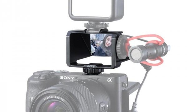 Ulanzi R031 Camera Flip Screen for Selfies and Vlogging