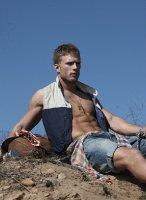 Jesse_Roberts-Tetu_magazine-gay-12