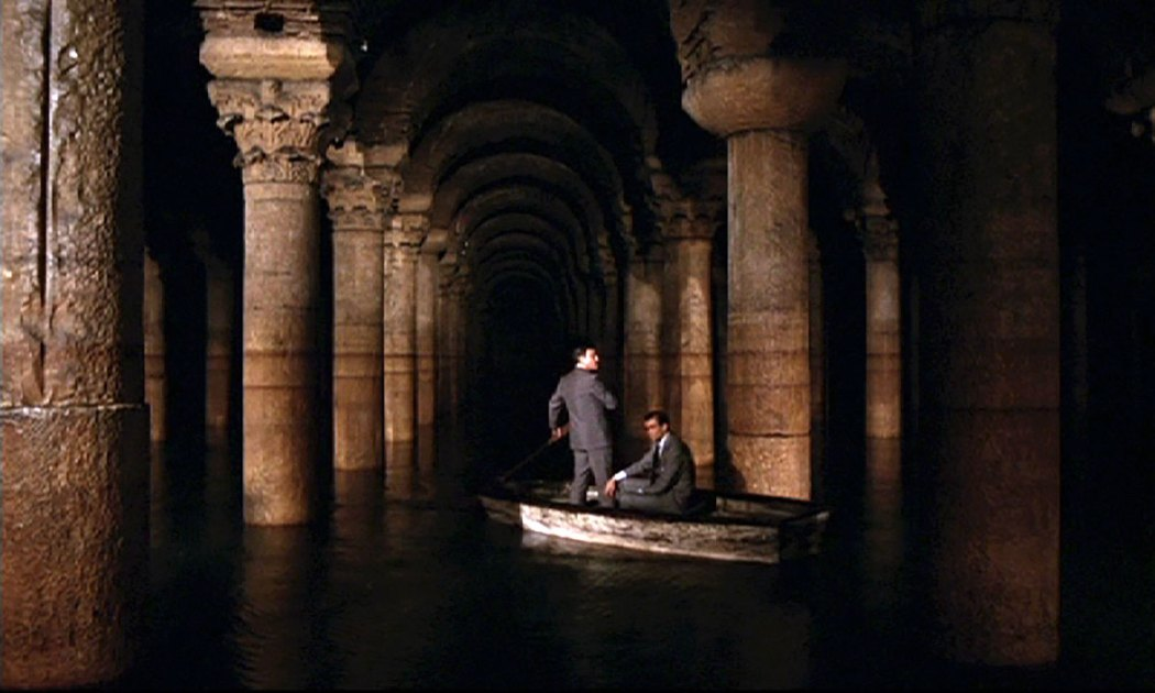 Sean Connery and Pedro Armendáriz (Ali Kerim Bey) are in the famous Basilica Cistern