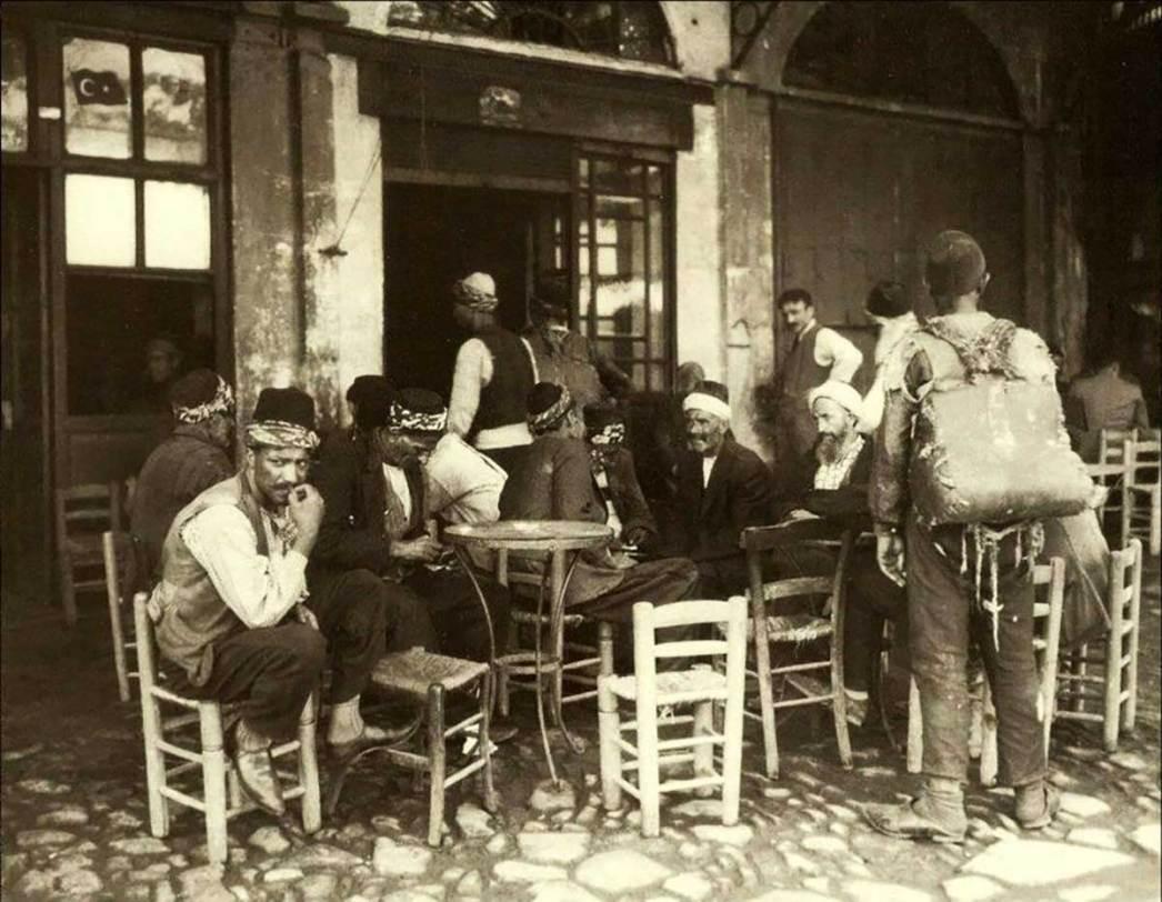 1925'te İstanbul'da bir kahvehane