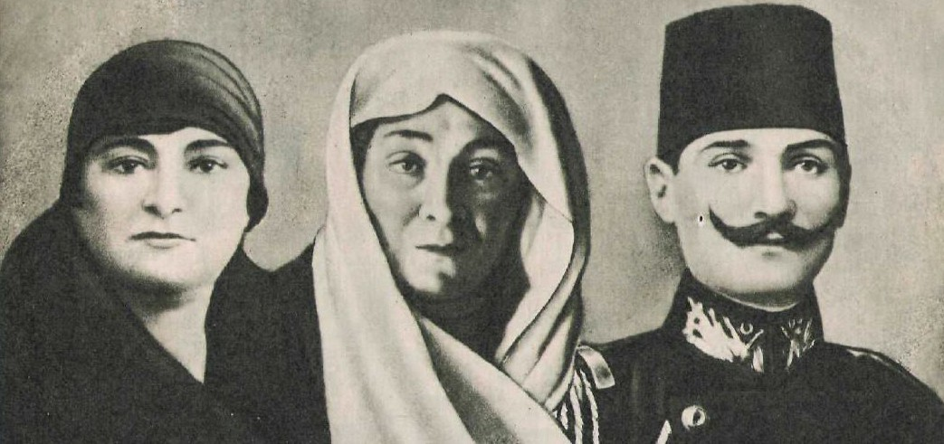 Atatürk is with his mother and sister