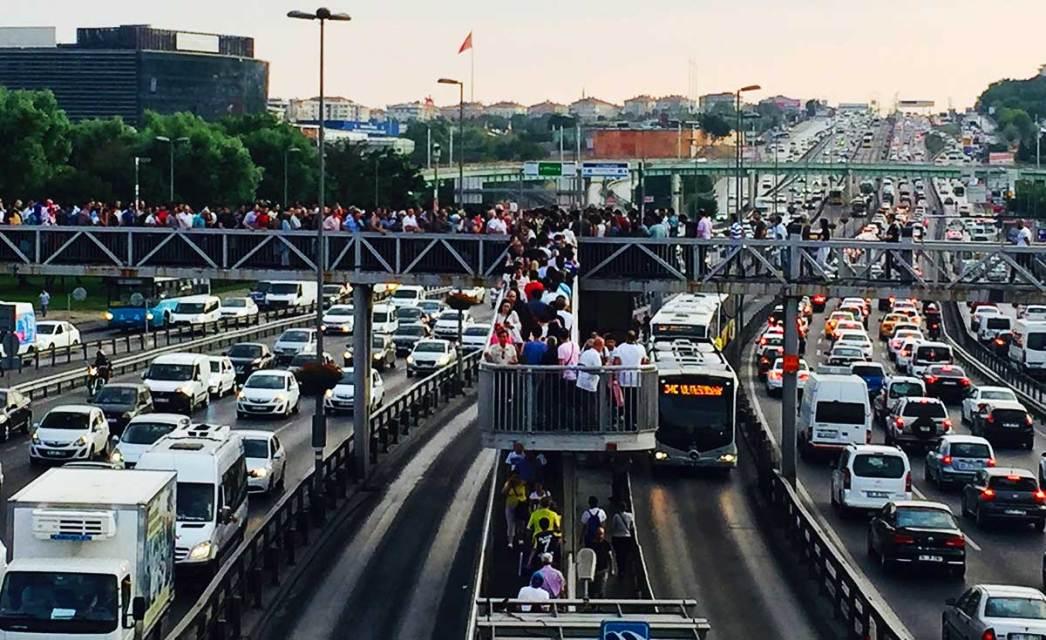 İstanbul Metrobus Traffic