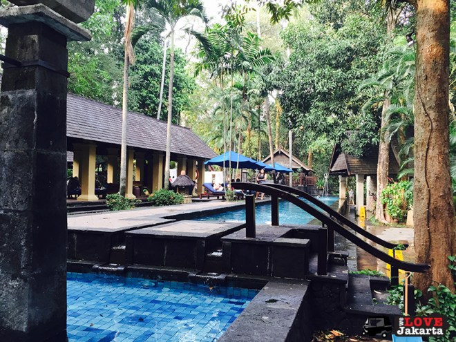 welovejakarta_tasha May_Novotel Bogor_weekend getaway from Jakarta_Novotel swimming pool