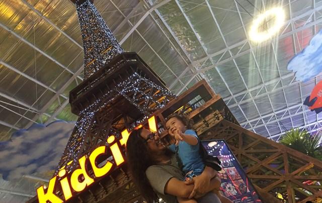 Tasha May_welovejakarta_KidCity Carrefour Transmart Cilandak_Jakarta with kids_Eiffel Tower in Jakarta