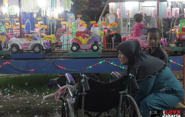Tasha May_we love jakarta_Rachel House Indonesia_Palliative Care Indonesia_Rian at the night market