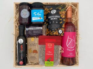 Hawke's Bay Gift Box Large With Rosé Wine
