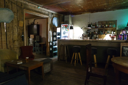 Chomsky Bar riga alternative Kneipe Riga Craft Beer junge Szene Riga Lettland hipp people in Riga