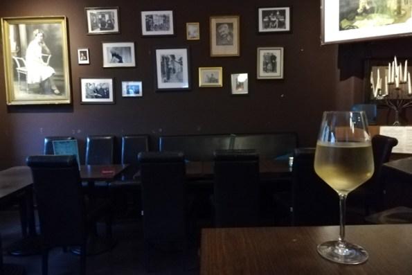 Bar Bonn Tipp Kater 26 Römerstraße Castell Nordstadt gute Kneipe tschechisches Bier Wein aus Tschechien nette Kneipe in Bonn