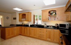 25 Deluxe Oak Kitchen That Will Take You Back In Time
