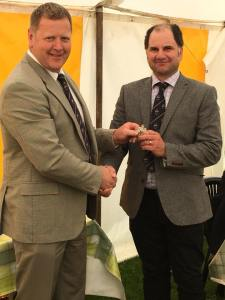 James Robinson (R) handing over the Dairy Shorthorn Presidency to Seimon Thomas (L)