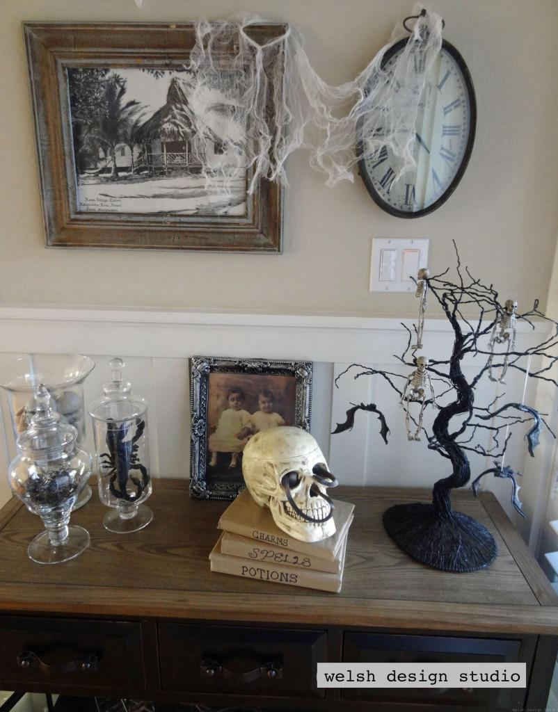 halloween entry table decor