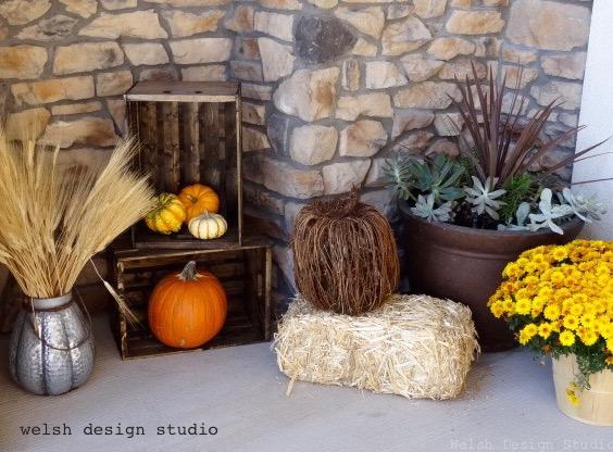 Fall decorations for front porch