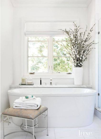 freestanding bathtub decorating